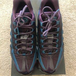 Nike Shoes - Women's Nike Air Max 95 SE PRM